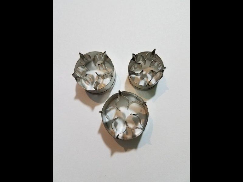 Corona de novia x 3- 3.50 cm . 3 cm. 2 50 cm